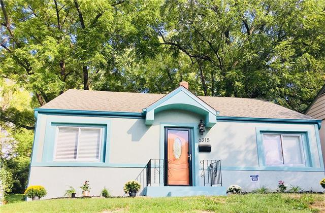 6315 S Benton Avenue, Kansas City, MO 64132 (#2130225) :: Edie Waters Network