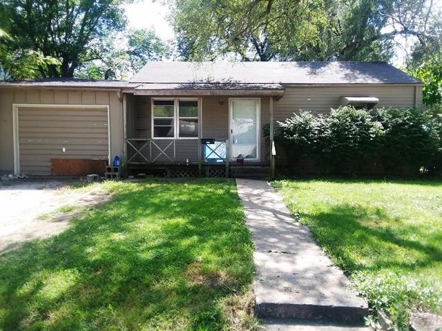 1729 Main Street, Osawatomie, KS 66064 (#2130255) :: Edie Waters Network