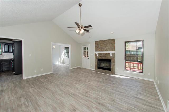 605 1st Terrace, Lansing, KS 66043 (#2130306) :: Kedish Realty Group at Keller Williams Realty