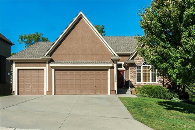 1424 NE Whitestone Drive, Lee's Summit, MO 64086 (#2130307) :: Kansas City Homes