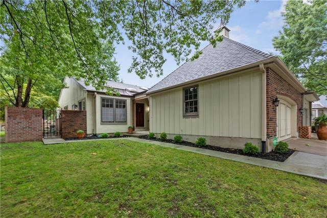 12804 Cambridge Road, Leawood, KS 66209 (#2130328) :: NestWork Homes