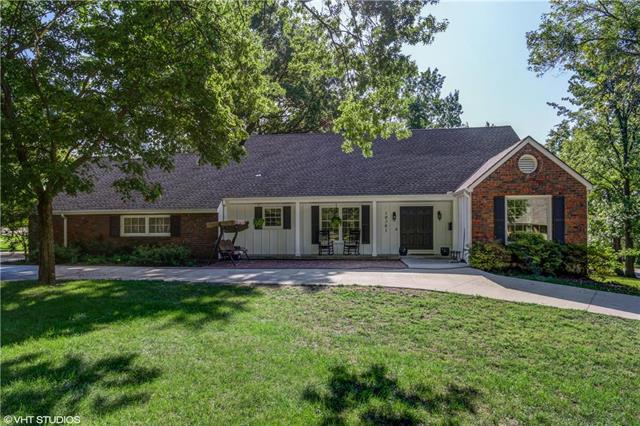 10301 Ensley Lane, Leawood, KS 66206 (#2130418) :: Char MacCallum Real Estate Group