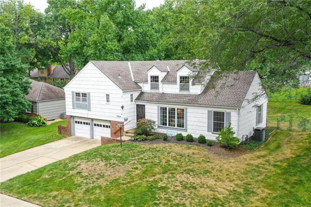 9524 Woodson Street, Overland Park, KS 66207 (#2130424) :: Char MacCallum Real Estate Group