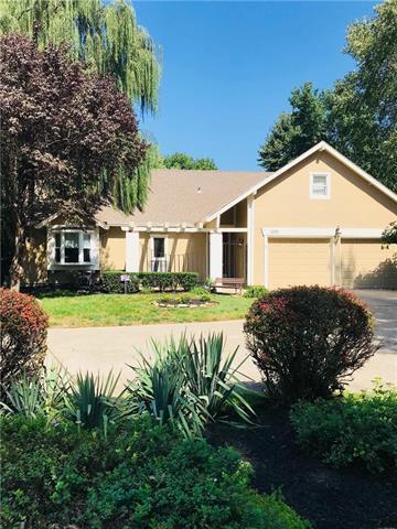 3310 W 127th Street, Leawood, KS 66209 (#2130427) :: NestWork Homes