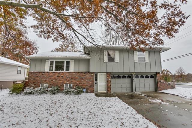 5001 NE 57TH Terrace, Kansas City, MO 64119 (#2130429) :: Edie Waters Network