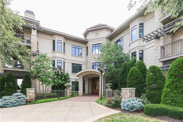 4801 W 133rd #102 Street #102, Leawood, KS 66209 (#2130470) :: House of Couse Group