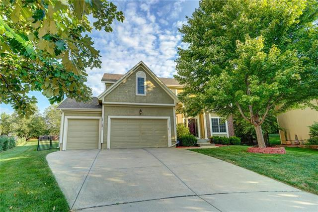 19642 W 97TH Terrace, Lenexa, KS 66220 (#2130483) :: Char MacCallum Real Estate Group