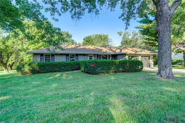 5600 Flint Street, Shawnee, KS 66203 (#2130489) :: NestWork Homes
