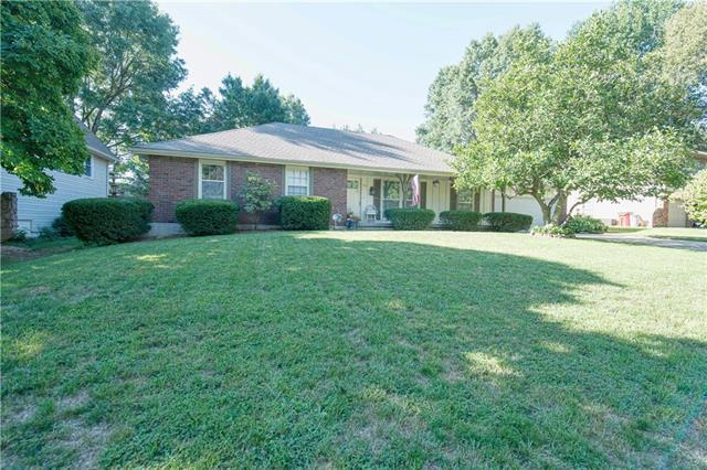 112 NW Locust Drive, Blue Springs, MO 64014 (#2130514) :: Edie Waters Network