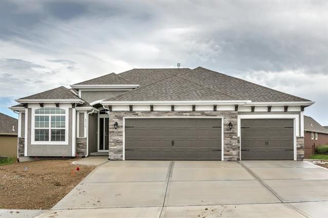 14437 N 144th Terrace, Basehor, KS 66007 (#2130524) :: Edie Waters Network