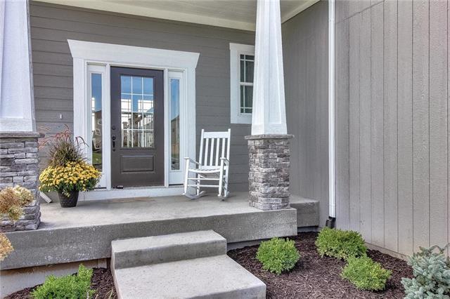 5006 Longview Street, Shawnee, KS 66218 (#2130537) :: NestWork Homes