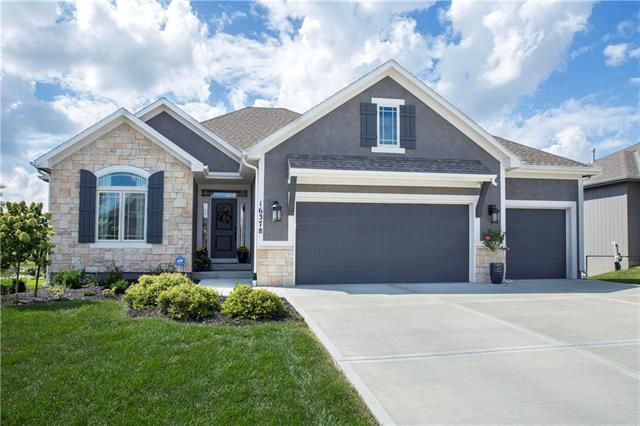 16378 S Laurelwood Street, Olathe, KS 66062 (#2130559) :: Edie Waters Network