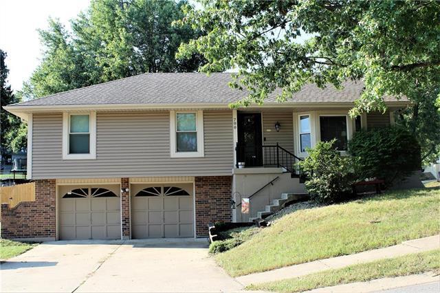 700 SE Shamrock Lane, Blue Springs, MO 64014 (#2130581) :: NestWork Homes