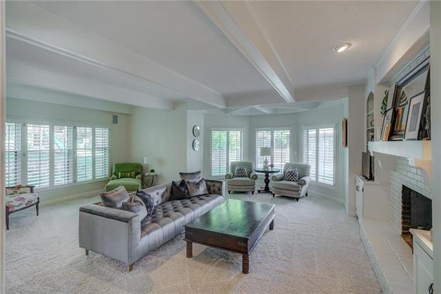 12004 Windsor Drive, Leawood, KS 66209 (#2130587) :: NestWork Homes