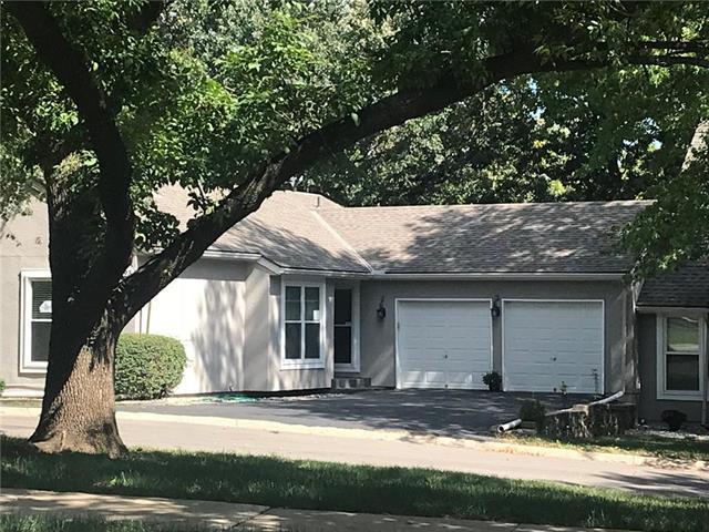 10793 Oakmont Street, Overland Park, KS 66210 (#2130589) :: NestWork Homes