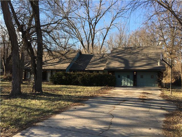 3700 E Kings Highway, Kansas City, MO 64137 (#2130591) :: Edie Waters Network