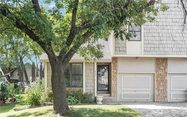 8206 Perry Street, Overland Park, KS 66204 (#2130596) :: Kansas City Homes