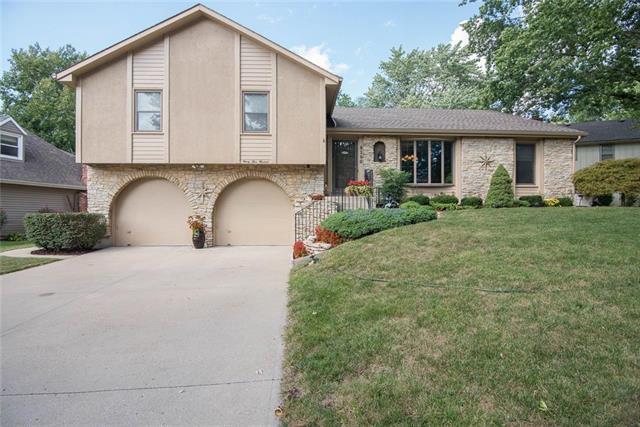 9300 W 92nd Terrace, Overland Park, KS 66212 (#2130634) :: NestWork Homes