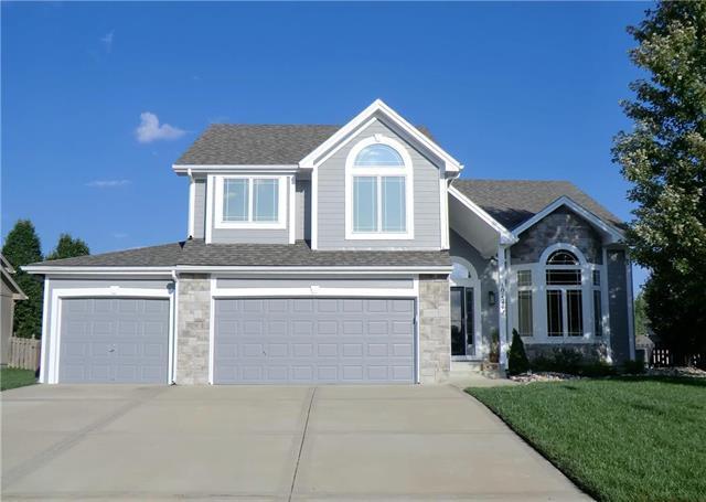 10724 N Manning Court, Kansas City, MO 64157 (#2130635) :: Char MacCallum Real Estate Group