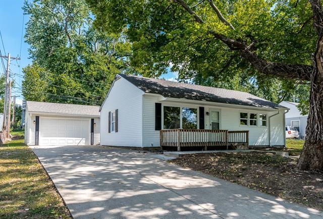831 N 81st Terrace, Kansas City, KS 66112 (#2130640) :: Edie Waters Network
