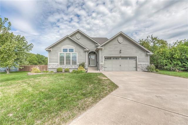 510 S Persimmon Drive, Olathe, KS 66061 (#2130651) :: NestWork Homes