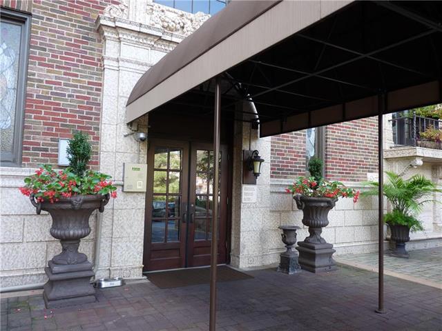229 Ward Parkway 703B, Kansas City, MO 64112 (#2130667) :: Team Real Estate