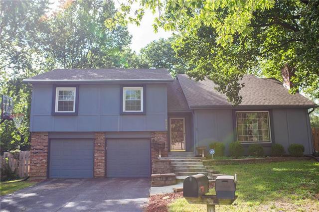 8204 Hauser Drive, Lenexa, KS 66215 (#2130714) :: Char MacCallum Real Estate Group