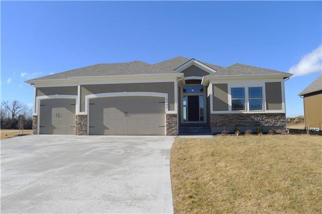 4230 S Stone Canyon Drive, Blue Springs, MO 64015 (#2130722) :: House of Couse Group