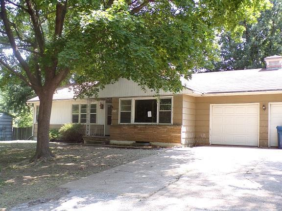 2809 S Overton Avenue, Independence, MO 64052 (#2130723) :: Edie Waters Network
