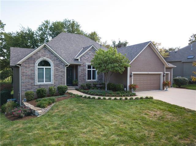 19013 W 97th Terrace, Lenexa, KS 66220 (#2130732) :: Char MacCallum Real Estate Group