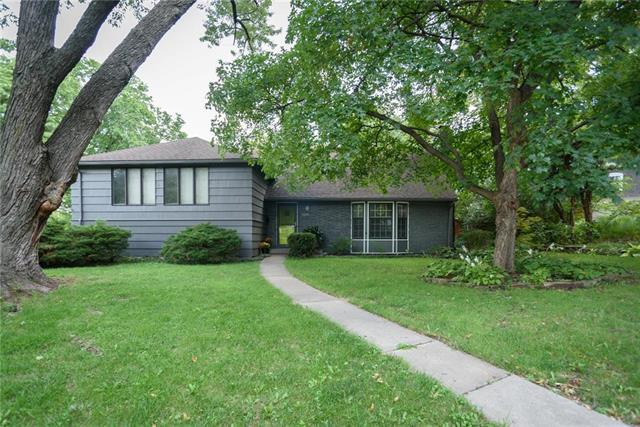 6301 Granada Street, Prairie Village, KS 66208 (#2130738) :: Edie Waters Network
