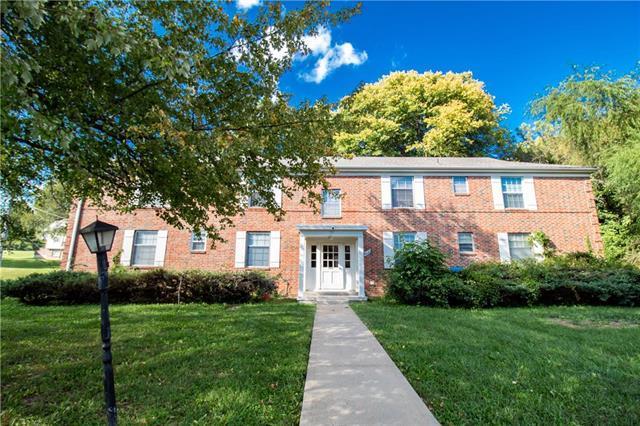 8616 Countryshire Lane, Kansas City, MO 64138 (#2130773) :: Char MacCallum Real Estate Group