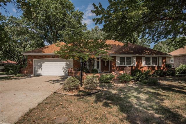 1313 SW Morningside Drive, Blue Springs, MO 64015 (#2130780) :: Kansas City Homes