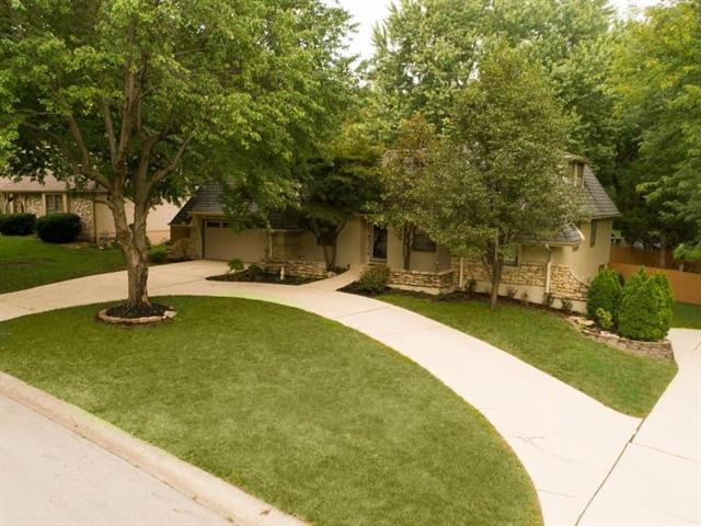 2106 W 120th Street, Leawood, KS 66209 (#2130782) :: Char MacCallum Real Estate Group