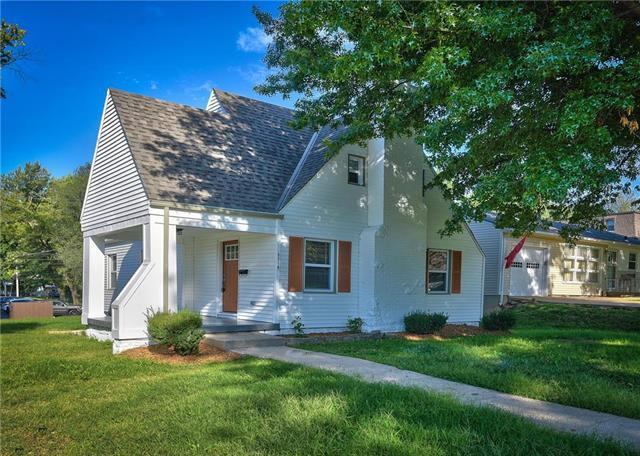 5738 Outlook Street, Mission, KS 66202 (#2130790) :: Team Real Estate