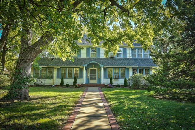 939 S Main Street, Independence, MO 64050 (#2130803) :: Edie Waters Network