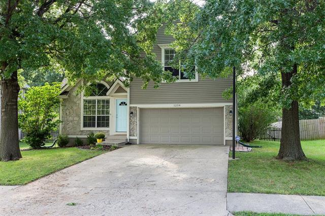 1254 N Lucy Montgomery Way, Olathe, KS 66061 (#2130812) :: Char MacCallum Real Estate Group