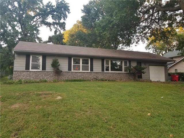 13408 E 12th Terrace, Independence, MO 64050 (#2130829) :: Edie Waters Network