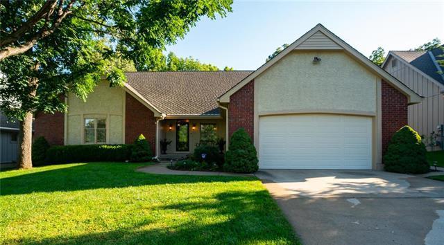 11320 W 109th Street, Overland Park, KS 66210 (#2130842) :: Team Real Estate