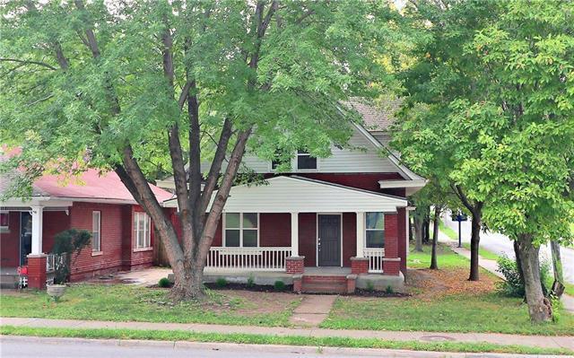911 W Truman Road, Independence, MO 64050 (#2130873) :: Edie Waters Network