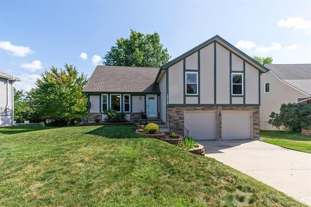 14713 W 65th Terrace, Shawnee, KS 66216 (#2130910) :: Char MacCallum Real Estate Group
