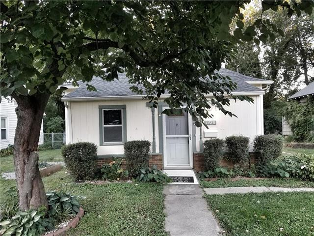 1328 S Spring Street, Independence, MO 64055 (#2131005) :: No Borders Real Estate