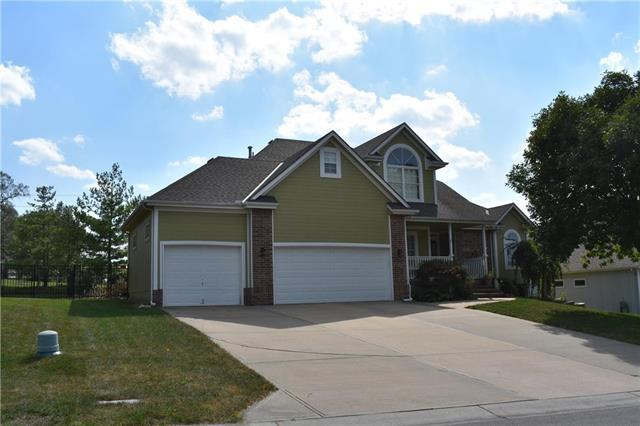 2305 SW Westminster Drive, Lee's Summit, MO 64082 (#2131030) :: Char MacCallum Real Estate Group