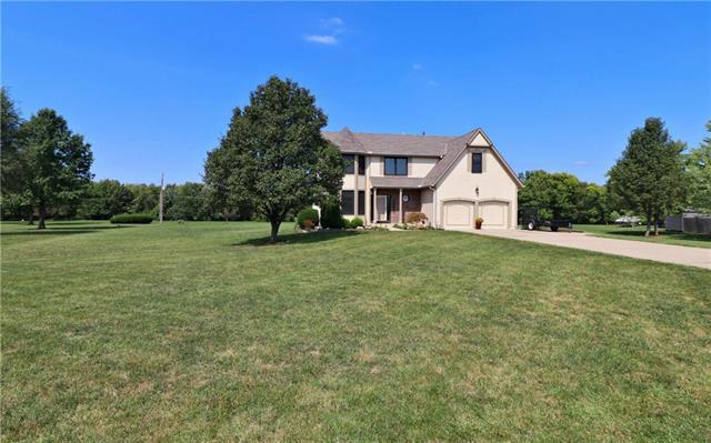 8590 Oak Country Lane, Desoto, KS 66018 (#2131080) :: No Borders Real Estate