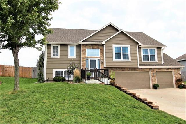 227 S Whilshire Drive, Tonganoxie, KS 66086 (#2131095) :: Edie Waters Network