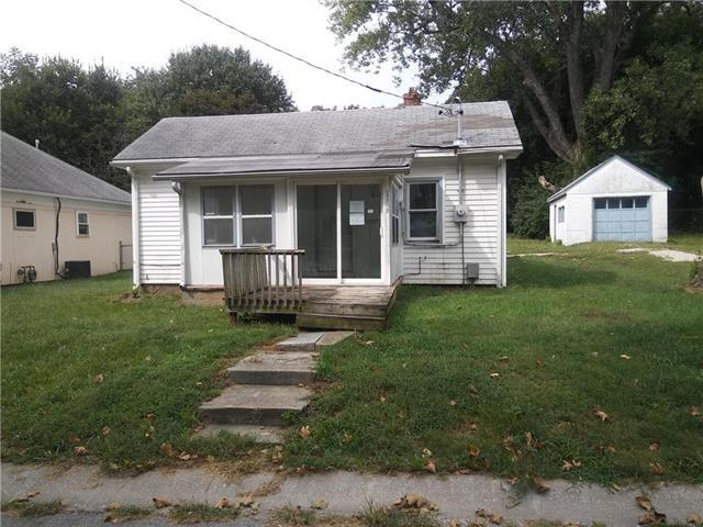13202 8th Street, Grandview, MO 64030 (#2131137) :: Edie Waters Network