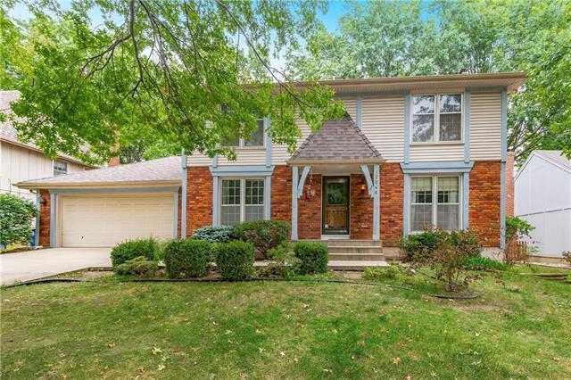 12046 W 100th Street, Lenexa, KS 66215 (#2131145) :: Char MacCallum Real Estate Group