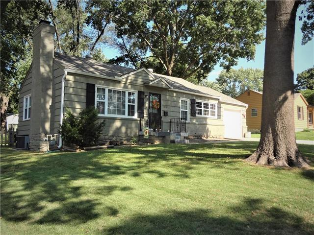 10718 Sharon Lane, Shawnee, KS 66203 (#2131150) :: Kedish Realty Group at Keller Williams Realty