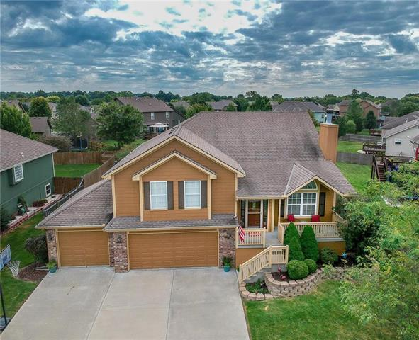 319 Eagle Glen Drive, Raymore, MO 64083 (#2131178) :: Char MacCallum Real Estate Group