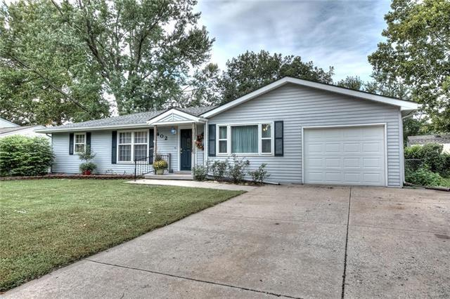 402 Monterey Avenue, Liberty, MO 64068 (#2131188) :: Edie Waters Network